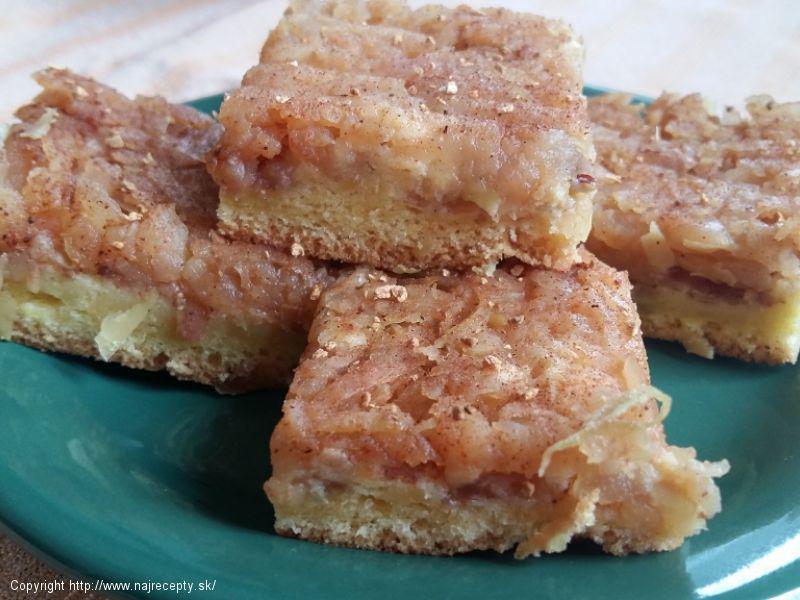 Obrátený jablkový koláč