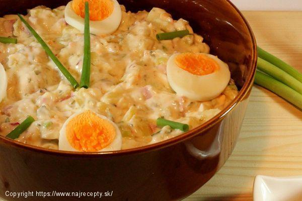 Majonézový zemiakový šalát so smotanou