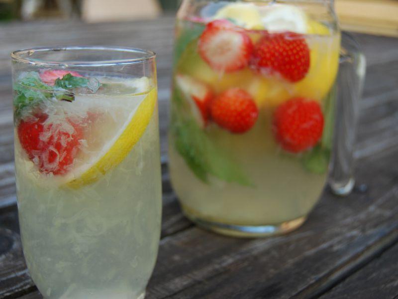 Jahodovo citrusovo-mätová limonáda