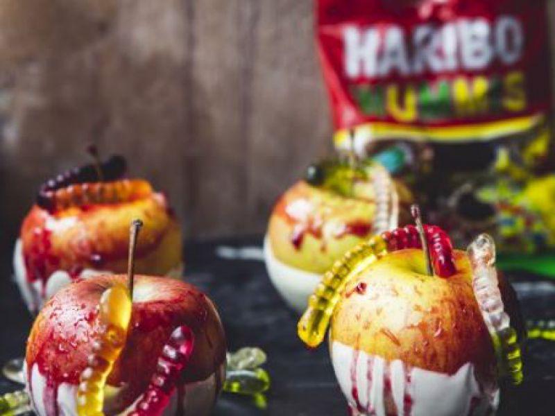 Krvavé jablká s červíkmi