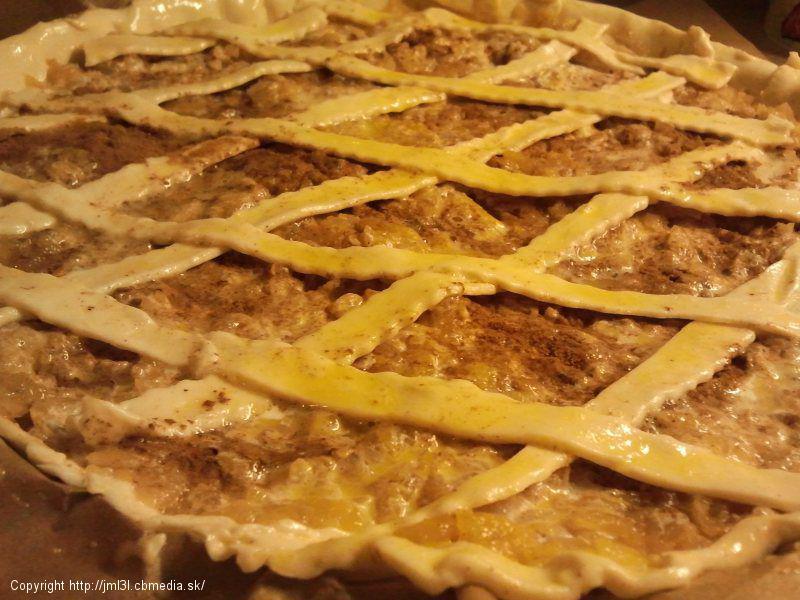 Jablkový koláč s lístkového cesta